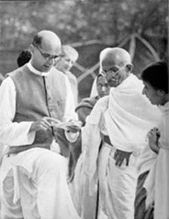 Mahadev Desai and Gandhi meet with other Indian nationalists in 1939